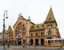Stor saluhall i Budapest Arkivbild