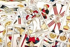 Stor samling av spridda kulöra tarokkort Royaltyfri Bild