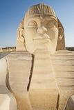 Stor sandskulptur av den stora egyptiska sfinxen Royaltyfria Foton