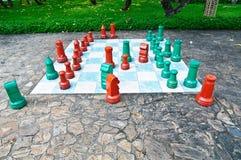 Stor schackuppsättning i parkera Royaltyfri Foto