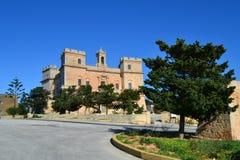 Stor sikt av den Selmun slotten i Malta Arkivfoton