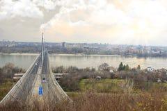 Stor sikt av `en Novi Sad, Serbien för `-frihetsbro arkivfoton