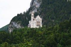 Stor sikt av en slott i bavaria royaltyfri foto
