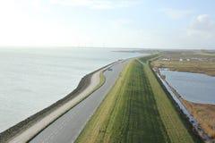 Stor sikt från Plompe Toren i Koudekerke nära kusten av Nordsjö i Nederländerna arkivfoton