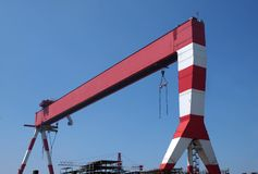 stor skeppsvarv för kranlastningsbrygga Royaltyfri Foto