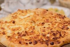 Stor smaklig aptitretande ostnärbild för pizza 4 Bakgrund arkivbilder