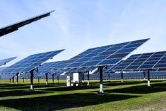 Stor sol- station på en klar dag arkivbilder