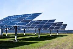 Stor sol- station på en klar dag royaltyfri bild