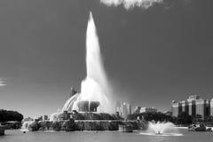 Stor springbrunn i Chicago som är i stadens centrum i en sommar arkivbild