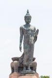 Stor stående Buddhabild på Phutthamonthon, Thailand Arkivfoton