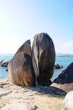 stor sten för strand Royaltyfria Foton