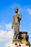 Stor stående buddha staty Arkivbilder