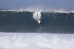 stor surfa wave Arkivfoton