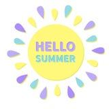 Stor symbol för sol Färgrika strålar för sol Gullig tecknad filmsol som skiner Hello sommar Vit bakgrund isolerat Plan design Royaltyfri Bild