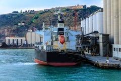 Stor tankfartyg på skeppsdockan i Barcelona Arkivfoton
