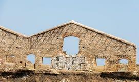 Stor tegelstenvägg för gammal fabrik Royaltyfri Bild