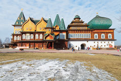 Stor träslott i Kolomenskoe, Moskva Royaltyfri Bild