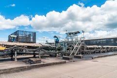 Stor transportör för utomhus- sluttning med transportören för rubber bälte för tra royaltyfria foton