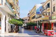 Stor turist- gata av den Korfu staden Arkivbilder