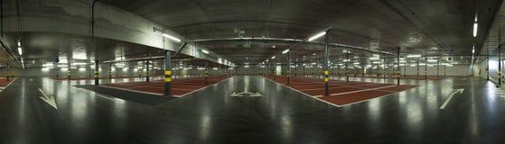 Stor underjordisk parkering, panoramautsikt Arkivbilder