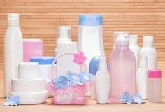Stor uppsättning av kosmetiska produkter för skincare Fotografering för Bildbyråer