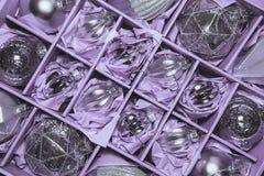Stor uppsättning av lyxiga silverexponeringsglasstruntsaker Retro utformad bild av VI Fotografering för Bildbyråer