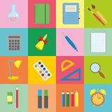 Stor uppsättning av symbolsstudenter som färgar fyrkanterna Samling av vektorn tillbaka till skolabeståndsdelar i plan stil Rengö stock illustrationer
