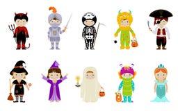 Stor uppsättning av ungar i halloween dräkter Arkivbilder