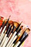 Paintbrushes och konstpalett Arkivfoton
