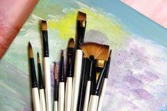 Paintbrushes och konstpalett Royaltyfria Bilder