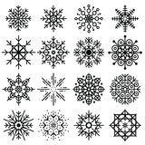 Stor uppsättning för svarta snöflingor av olika variationer på vit backgr Royaltyfri Bild