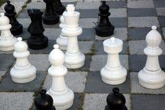 Stor utomhus- schackuppsättning Arkivfoto