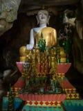Stor utsmyckad Buddha, Tham Hoi, Laos arkivbild