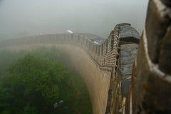 Stor vägg av Kina i misten Arkivbilder