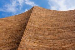 Stor vägg för Curv tegelsten Royaltyfri Fotografi