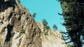 Stor vägg i bergsikten från botten lager videofilmer