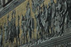 Stor väggmålning av en monterad procession av linjalerna av Sachsen Royaltyfri Fotografi
