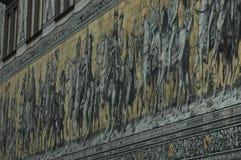 Stor väggmålning av en monterad procession av linjalerna av Sachsen Royaltyfria Bilder