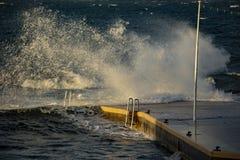 Stor våg i Saint Tropez royaltyfri foto