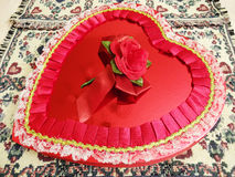 Stor valentin hjärta för daggodis Arkivfoto