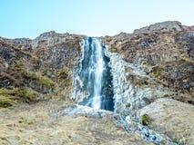 Stor vattenfall nära den Seljalandsfoss vattenfallet, Island arkivbild