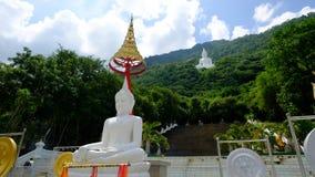 Stor vit buddha staty Fotografering för Bildbyråer