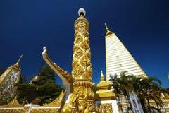 Stor vit- och guldpagod Royaltyfri Fotografi