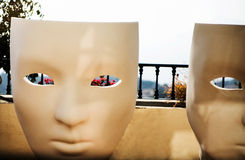 Stor vit stol på en terrass Royaltyfria Foton