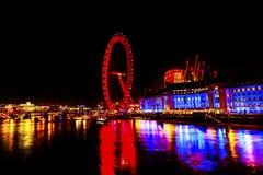 Stor Westminster för ögonhjulThames River natt bro London England Royaltyfria Foton