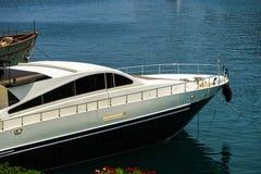 Stor yacht i den Monaco hamnen Fotografering för Bildbyråer