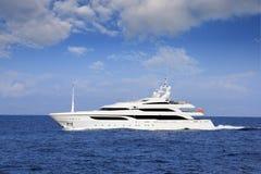Stor yachtsegling i medelhavet fotografering för bildbyråer