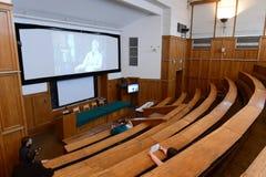 Stora åhörare på fakulteten av geografi, Lomonosov Moskvadelstatsuniversitet arkivfoton