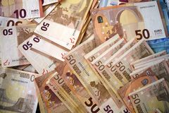 Stora anmärkningar av eurosedlar arkivbilder