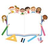 Stora anteckningsbok och barn Arkivbild